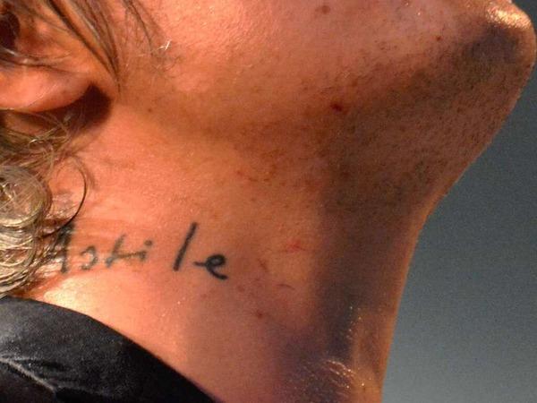 Pete Doherty hat sich den Namen seines Sohnes, Astile, auf den Hals tätowieren lassen.