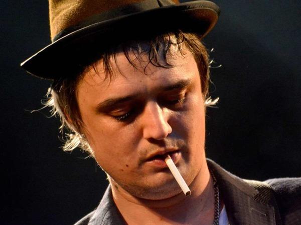 Pete Doherty mit seinen Markenzeichen: Hut und Zigarette.
