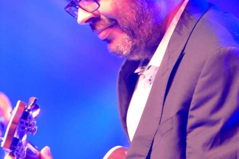 Versierter Gitarrist: Johannes Wennrich (Foto: Hans-Peter Müller)