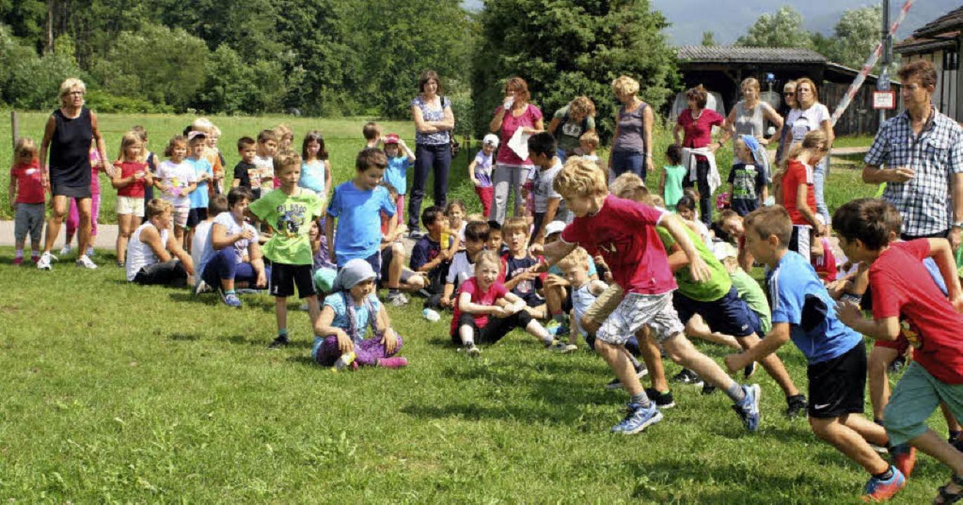 Sport mit Spaßfaktor: Die Kinder des B...r Bundesjugendspiele zum Wettkampf an.  | Foto: zvg