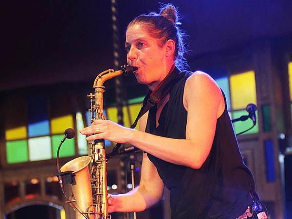 Altsaxophonistin Steffi Schimmer.