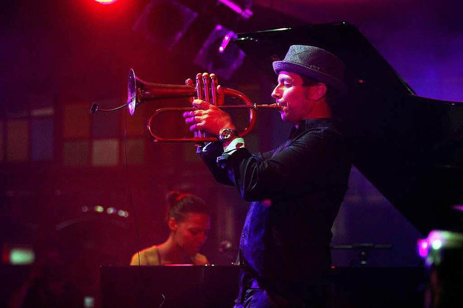 Mal Zart und verhangen, dann wieder scharf und fordernd: Trompeter Joo Kraus ist ein Meister seines Instruments. (Foto: Wolfgang Grabherr)