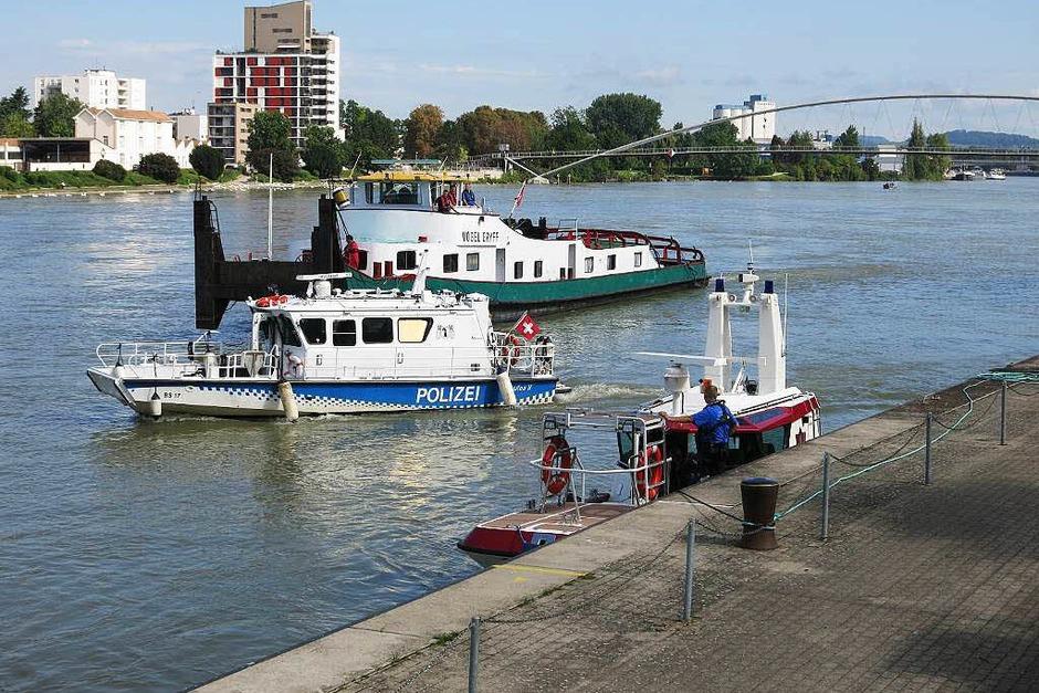 Schiffsunglück auf dem Rhein – havarierter Frachter kollidiert mit zwei Hotelschiffen. (Foto: Reinhold Utke, Freiwillige Feuerwehr Weil am Rhein )