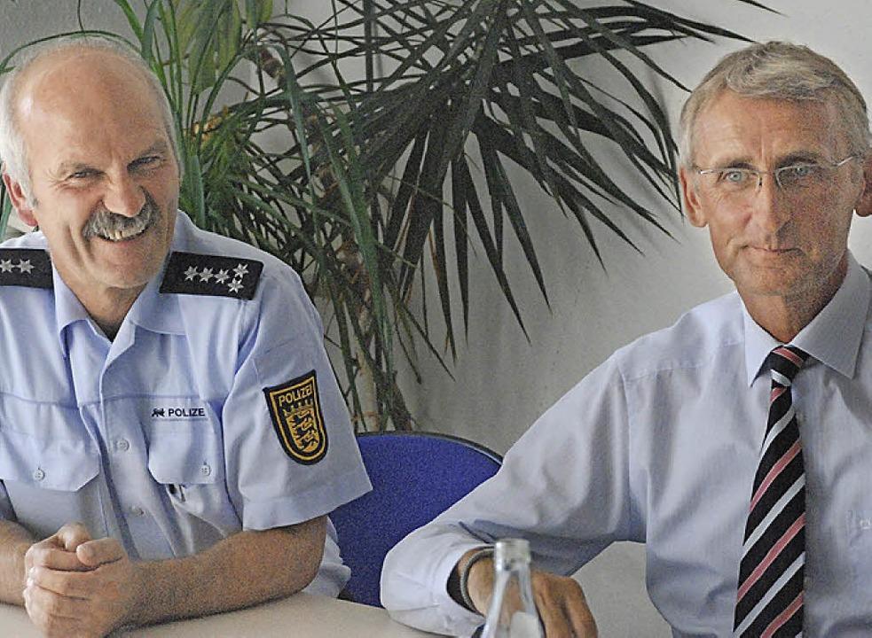 Erster Polizeihauptkommissar Rudolf Steck und Armin Schuster   | Foto: Tolsdorf