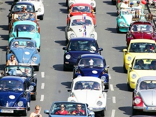 Das gro�e Krabbeln der VW-K�fer: 10 Jahre Beetle-Sunshine-Tour
