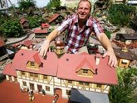 T�ftler aus Diersburg haucht Miniaturwelt neues Leben ein