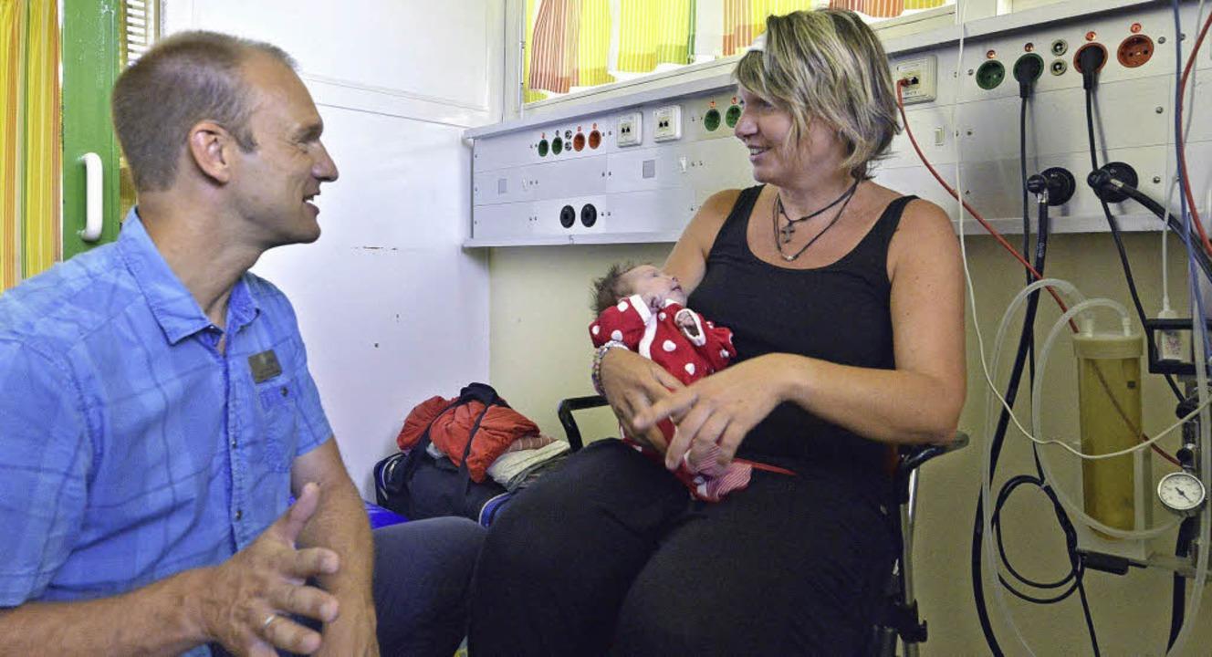 Im Gespräch: Seelsorger Jens Terjung a...on Noeggerath in der Uni-Kinderklinik   | Foto: Michael Bamberger