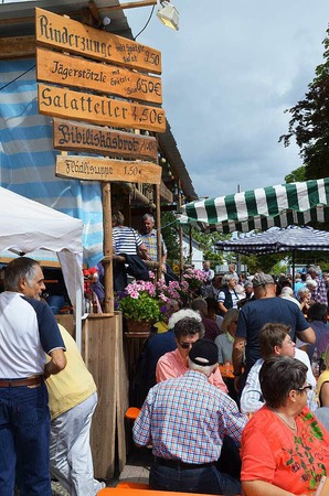 Beim 30. Wolfenweiler Weinfest der Gemeinde Schallstadt gab es guten Wein, gutgelaunte Festgäste und eine lustige Winzerolympiade.