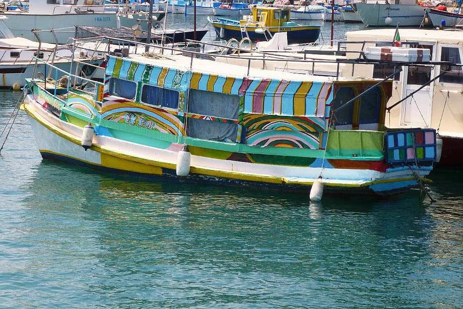 Schiff im Hafen von Forio, Ischia (Foto: Simone Braun)