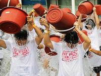 Betroffene begrüßen die Ice Bucket Challenge