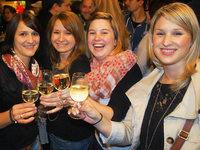 Zehntausende Besucher bei Badens gr��tem Weinfest in Breisach