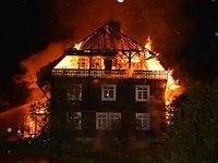 Menzenschwand: Bauernhaus und Scheune brennen aus