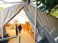 Wasserschaden in der Kita - Kinder m�ssen in Zelten spielen