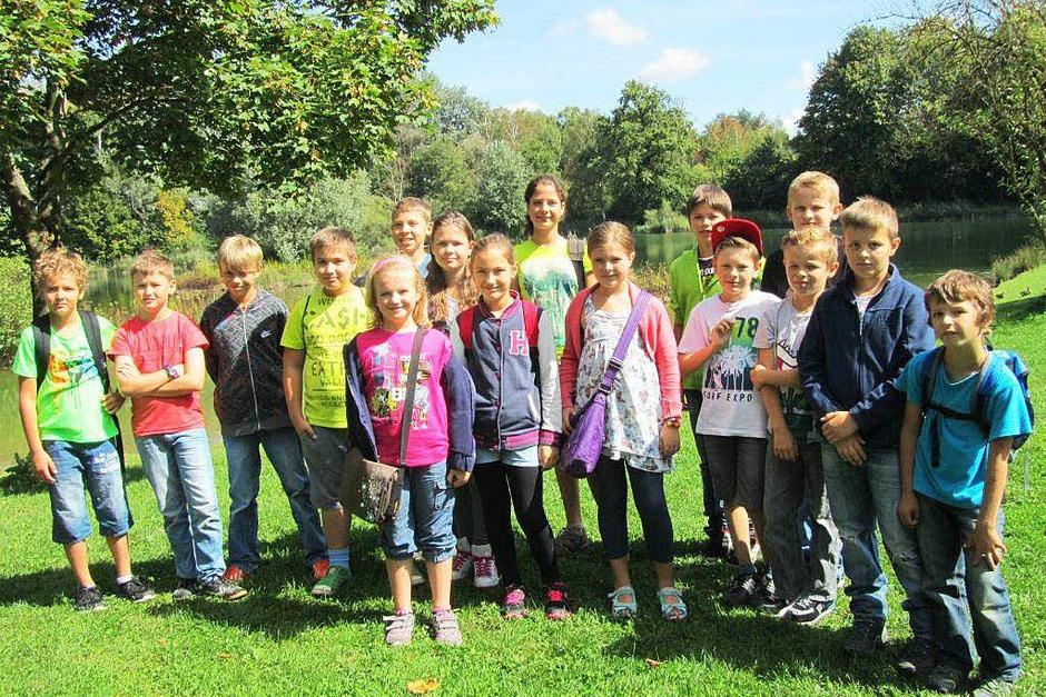 16  Kinder aus Kippenheim  wurden von  Falkner Axel Haas und seine gefiederten Kameraden  in  den  Bann gezogen. (Foto: Privat)