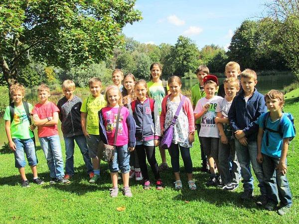 16  Kinder aus Kippenheim  wurden von  Falkner Axel Haas und seine gefiederten Kameraden  in  den  Bann gezogen.