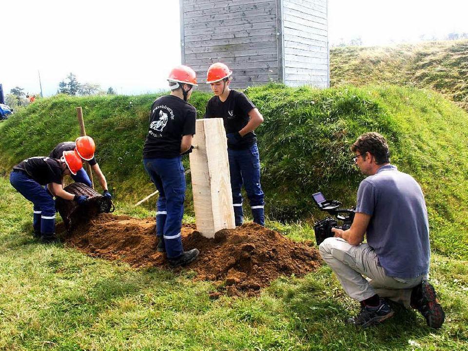 Harte (Knochen-)Arbeit: Die Erde für d...l – mit einfachsten Werkzeugen.   | Foto: Heiner Fabry