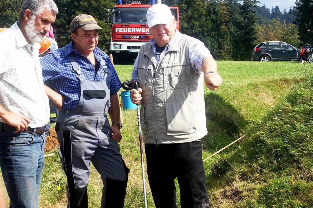Schanzbaumeister Werner Störk (rechts) gibt Anweisungen.  | Foto: Heiner Fabry