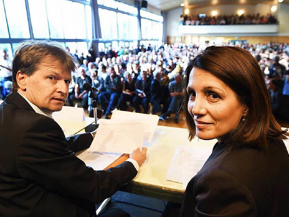 Integrationsministerin Bilkay Öney (SP...e in der ehemaligen Bundeswehrkaserne.  | Foto: Felix Kästle