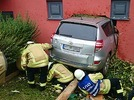 Bad Krozingen: Auto rast  in Hauswand