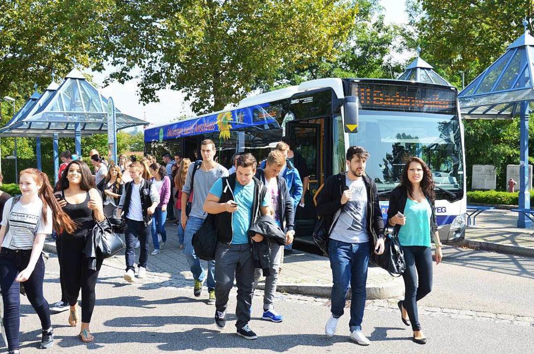 Die SWEG-Buslinie 111 vom Bahnhof Müll... frequentiert, nicht nur von Schülern.  | Foto: sigrid umiger