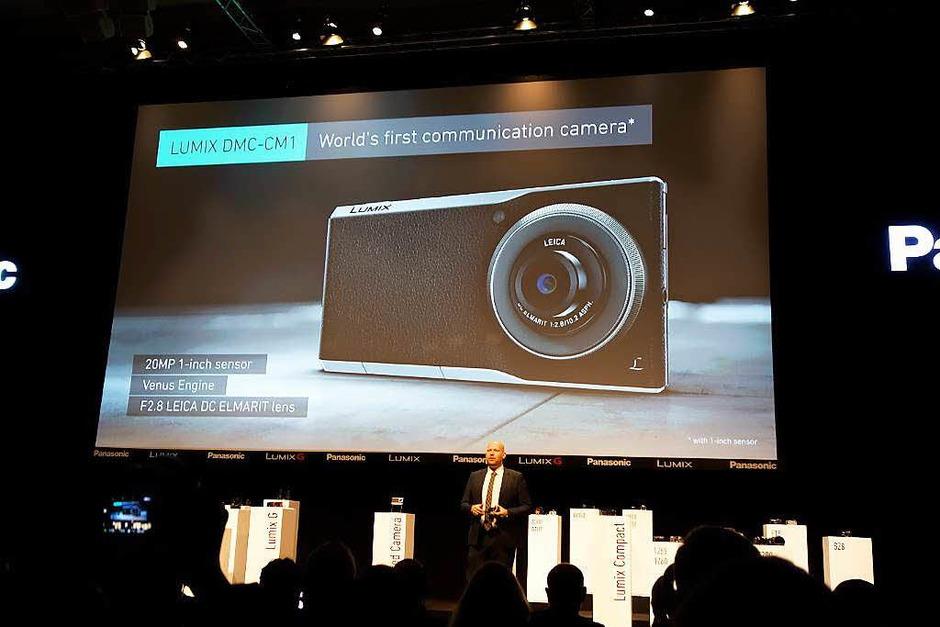 Weltpremiere der  Kamera, die telefonieren kann: Panasonic Lumix CM1, Android-Smartphone  mit 1-Zoll-Sensor und Leica-Objektiv (Foto: Hans-Peter Müller)
