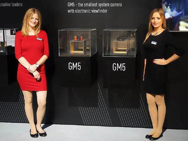 In rot und schwarz: Die kleinste Systemkamera mit eingebautem Sucher - Lumix GM5