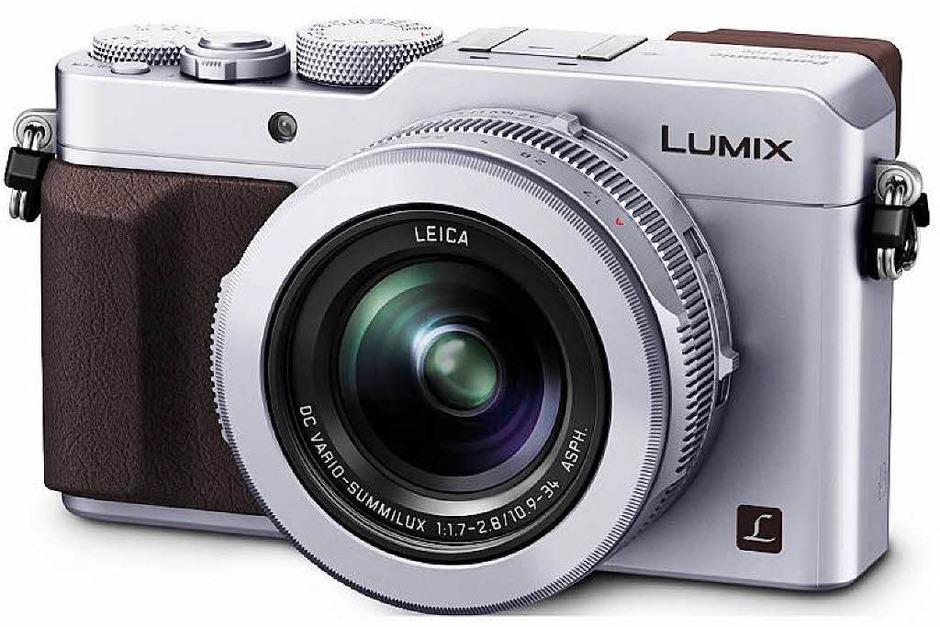 Doppeltes Lottchen: Die Leica D-Lux Typ 109  und die Panasonic LX100 (im Bild) sind technisch gleich, stecken aber in anderen Gehäusen (Foto: dpa-tmn)