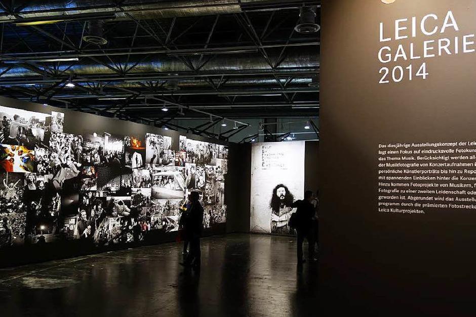 Ort der Stille: Die Leica-Galerie in Halle 1 zeigt bedeutende Bilder bedeutender Fotografen (Foto: Hans-Peter Müller)