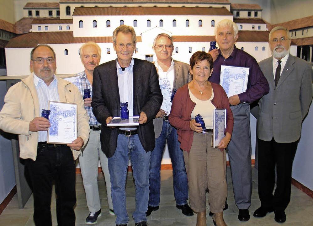 Mitgliederehrung beim Geschichtsverein...er und der Vorsitzende Peter Ziegler.   | Foto: Helmut Hassler
