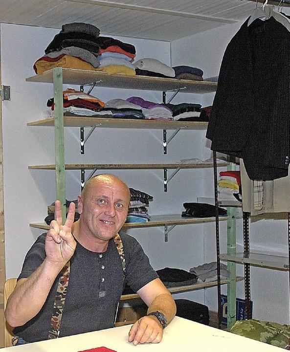 Der Herr der Kleiderkammer: Dusan  | Foto: Regine Ounas-Kräusel