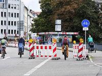 Neue Streckenf�hrung auf der Kronenbr�cke irritiert die Radler