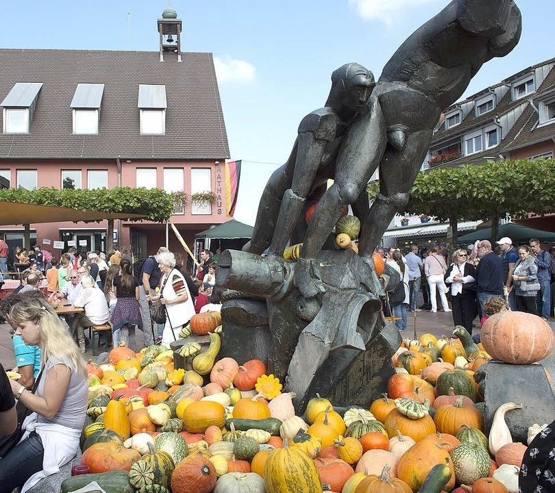 Hochbetrieb herrschte  am gestrigen Fr...ten zahlreiche Menschen in die Stadt.   | Foto: Volker Münch (2)