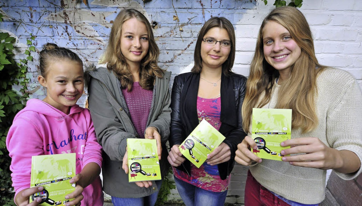 Rosa Lilje, Helena Vollbrecht, Ellen W...der Vorstellung des Mädchenkalenders.   | Foto: Thomas Kunz