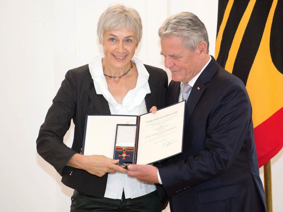 Auch Waltraud Kannen aus Ehrenkirchen wurde vom Bundespräsidenten geehrt.  | Foto: dpa