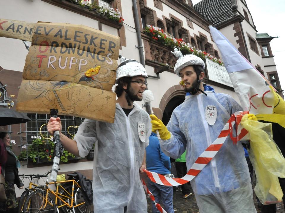 Das Aktionsbündnis Innenstadt demonstr... Rathaus gegen die Einführung des KOD.  | Foto: Michael Bamberger