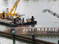 """Bergung des Unfallschiffs """"Merlin"""" bei Basel ist angelaufen"""
