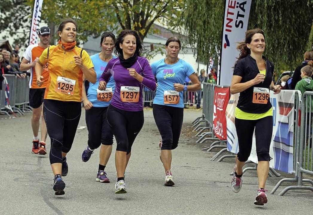 Gemeinsam auf die Zielgerade: Der Weg ...athon für diese Frauengruppe das Ziel.  | Foto: Dieter Reinhardt