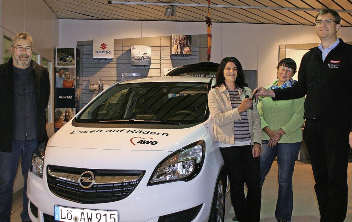 Den Schlüssel für das neue Auto, mit d...n von Heidi Malnati und Thomas Braun.   | Foto: Jung-Knoblich