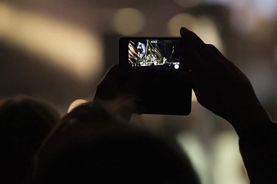 """James Blunt mit seiner """"Moon Landing""""-Tour in der Freiburger Rothausarena. (Foto: Daniel Fleig)"""