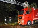 Sturm im Schwarzwald: Baum landet auf Lkw