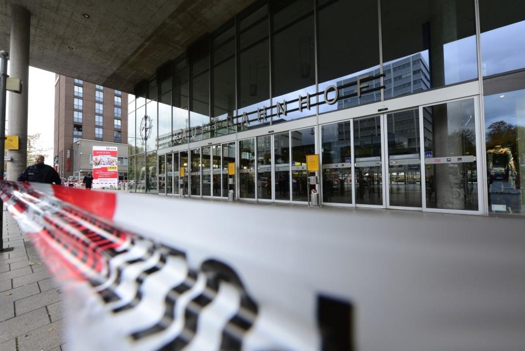 ...zuvor hatte ein Unbekannter am Mitt...ger Hauptbahnhof in die Luft zu jagen.  | Foto: Ingo Schneider