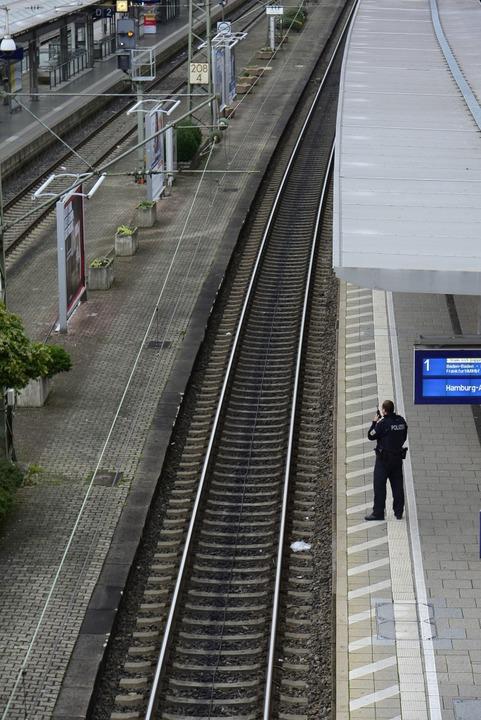 Der Zugverkehr wurde unterbrochen.  | Foto: Ingo Schneider