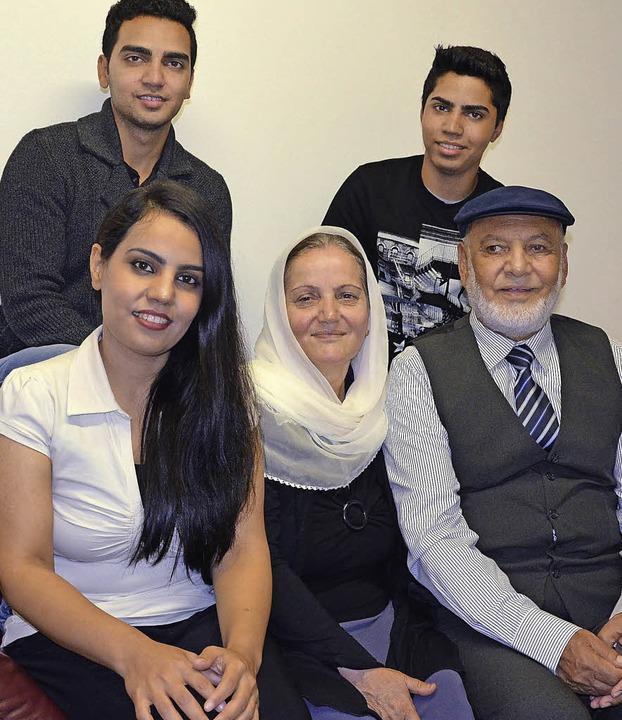 Familie Masumi sucht seit drei Monaten... Mahmuda mit Saleha und Mohammad Masom  | Foto: Martina Proprenter