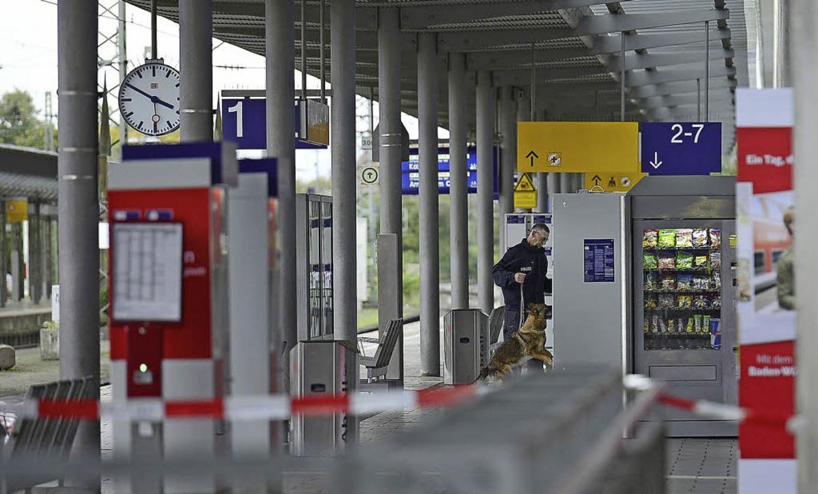 Sprengstoff-Spürhunde aus Offenburg sc... Gleis 1 des Freiburger Hauptbahnhofs.  | Foto: Fotos: Ingo Schneider