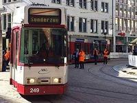 Erste Stra�enbahn f�hrt �ber den Bertoldsbrunnen