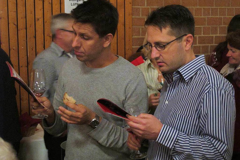 Ein  Blick in die Weinfibel kann nicht schaden. (Foto: Jutta Schütz)