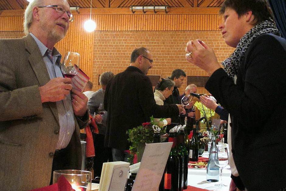 Gute Gespräche unter Weinkennern. (Foto: Jutta Schütz)