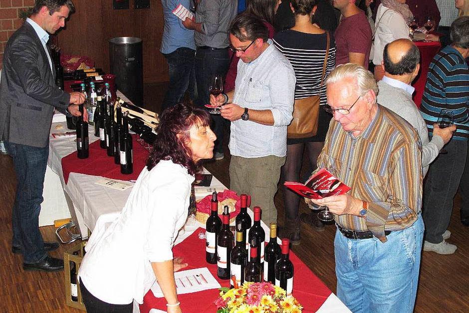 Die Markgräfler Rotweinnacht  ist mittlerweile ein fester Termin im Herbst für Weinfreunde aus Nah und Fern. (Foto: Jutta Schütz)