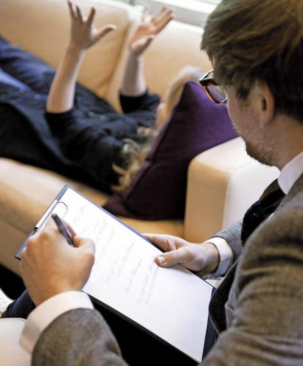Mangelware Psychotherapie: Auf die ric...nke heute oft Wochen bis Monate warten  | Foto: dpa/uniklinik Fr
