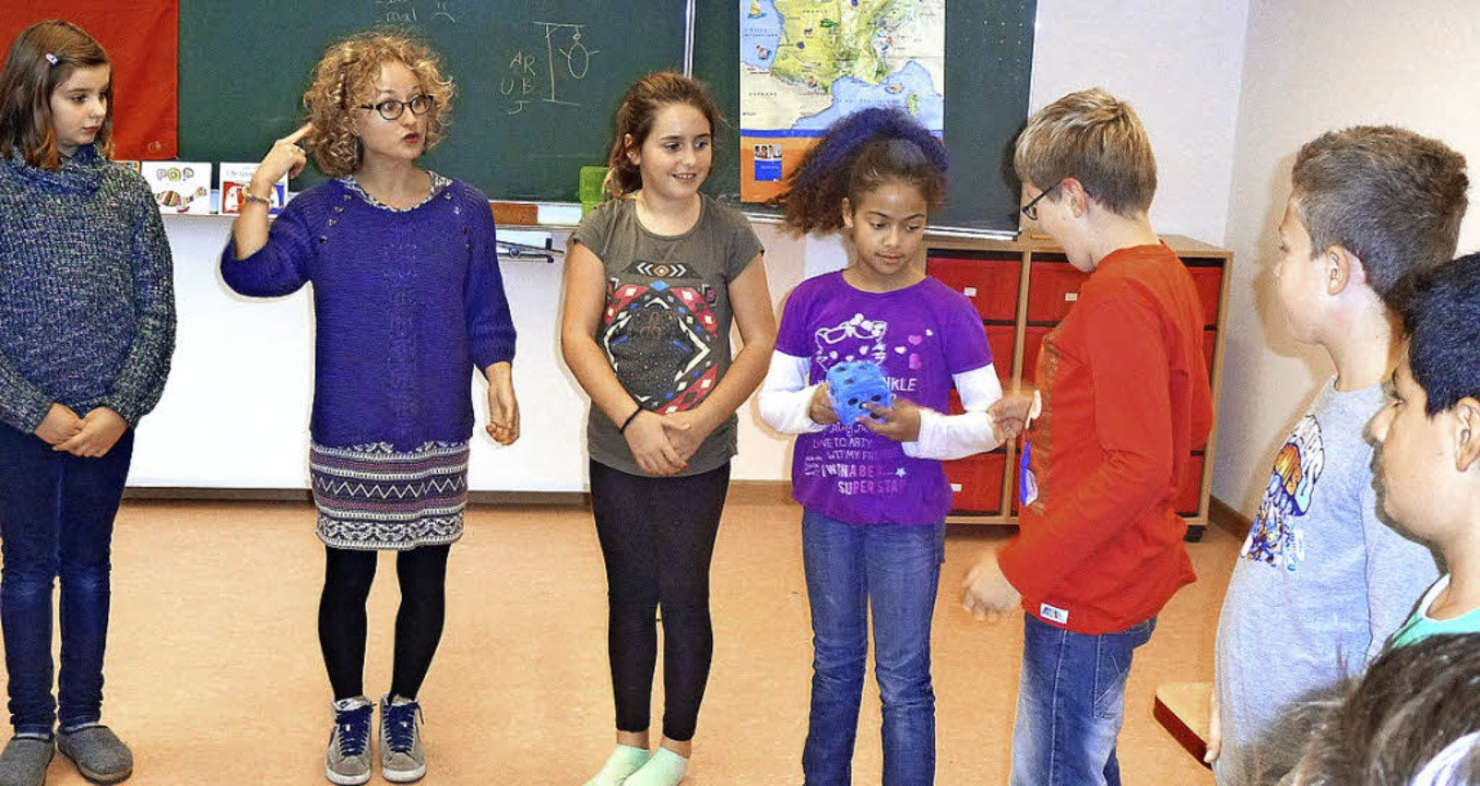 Das France-Mobil zu Besuch in  der Son...hier mit Schülern der    Klasse vier.   | Foto: Carla Schäfer